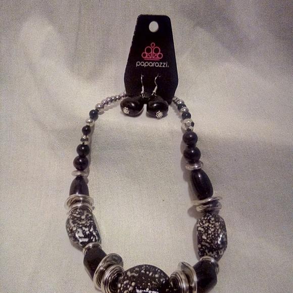 paparazzi Jewelry - Paparazzi earings and necklace set!